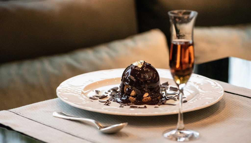 Divani Caravel Hotel - JuJu Bar & Restaurant - Divine Dining